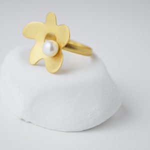 Gold Plated Assimetric Flower With Pearl Ring